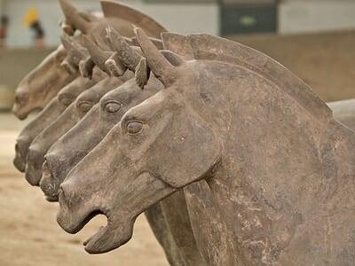 La sculpture chinoise ancienne Trois%20fosses%20ouvertes%20au%20public